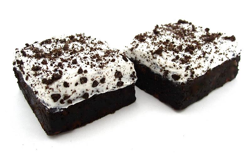 Cookies & Cream Brownies - Lindsay Ann Bakes