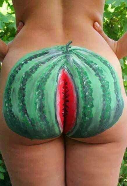 na-ploshadke-rassipala-mandarini-porno