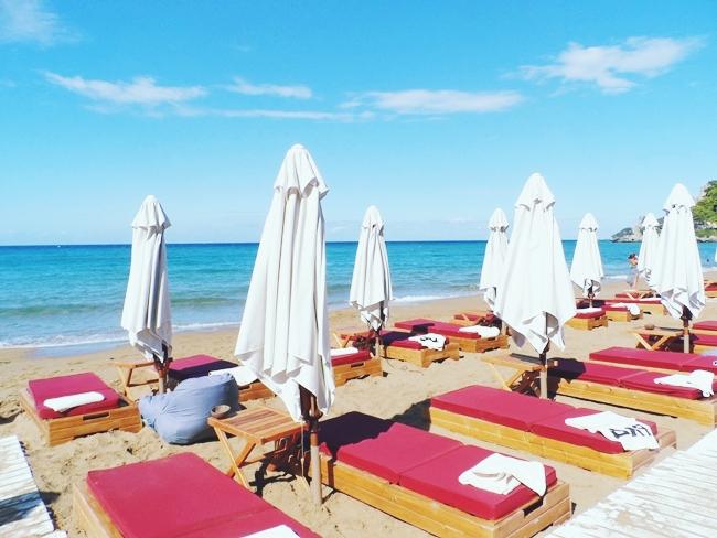 Pazuzu beach bar,Glyfada beach,Corfu.Where to go in Corfu.Best beach bars in Corfu.Gde ici na Krfu.Glifada plaza,Krf.