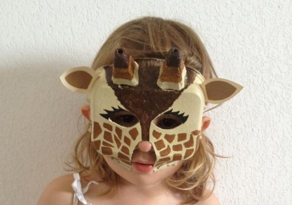 Il Contenitore delle Uova Riciclato diventa una Giraffa