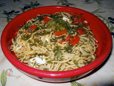 Emplatado de los espagueti caprese.
