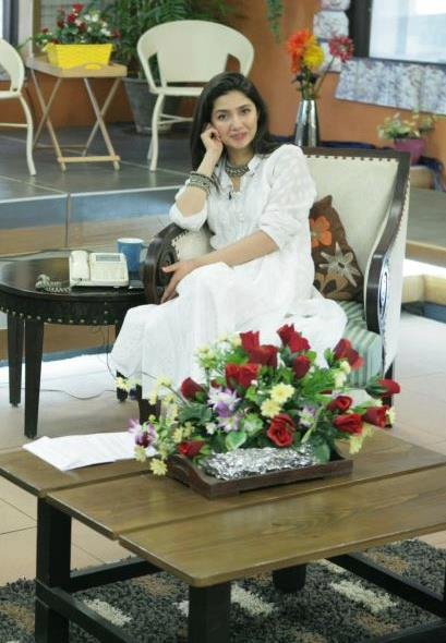 Mahira Khan in Muskurati Morning with Faysal Qureshi, looking pretty in white dress In Pakistan Celebrities