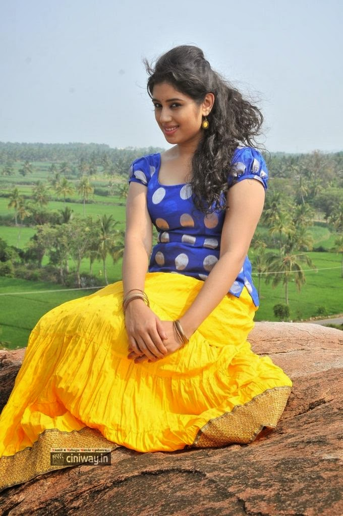 Kadhal Paithiyam Heroine Jeevika Iyer Stills