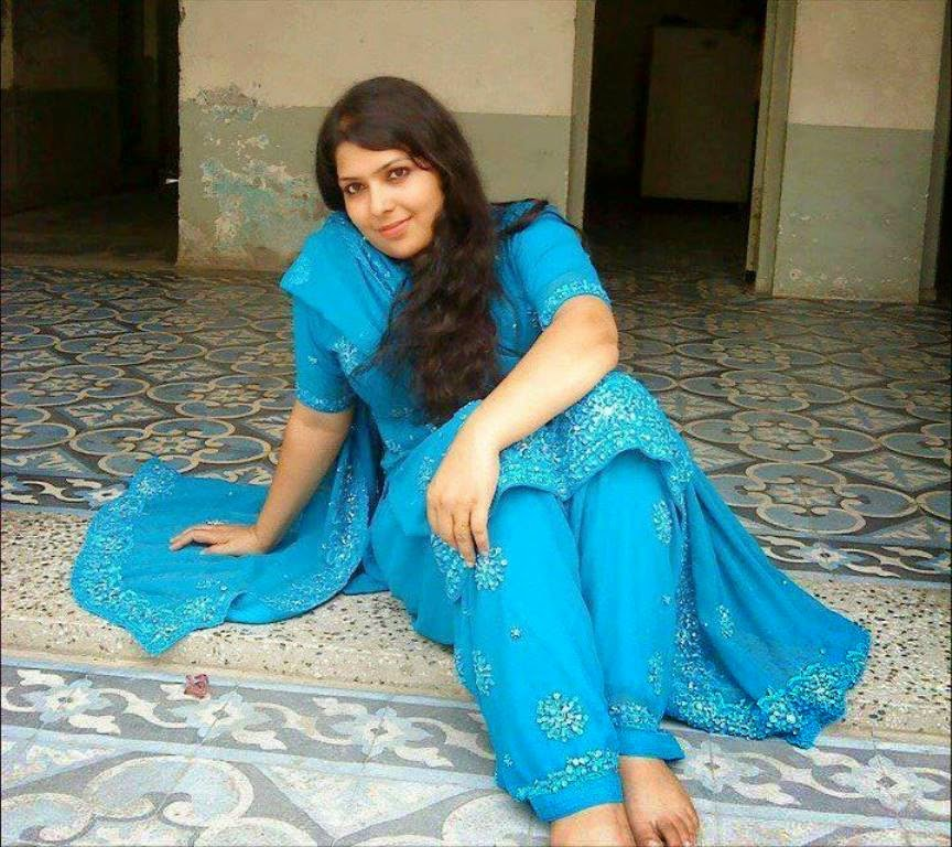 Cute Pakistani Girls Hot Photos In Bedroom