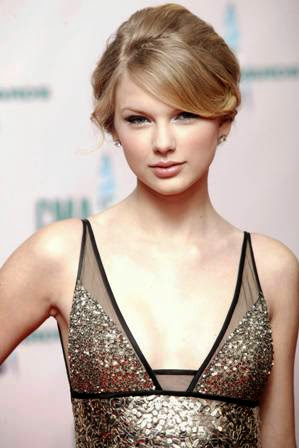 foto taylor swift di acara 42nd CMA Award 2008
