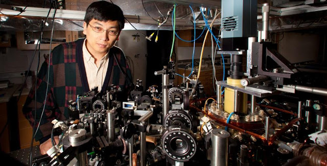 Prof. Cheng Chin and his UChicago associates have simulated the impossibly hot conditions that followed the big bang within an ultracold vacuum chamber in his sub-basement laboratory in the Gordon Center for Integrative Science. Photo by Jason Smith
