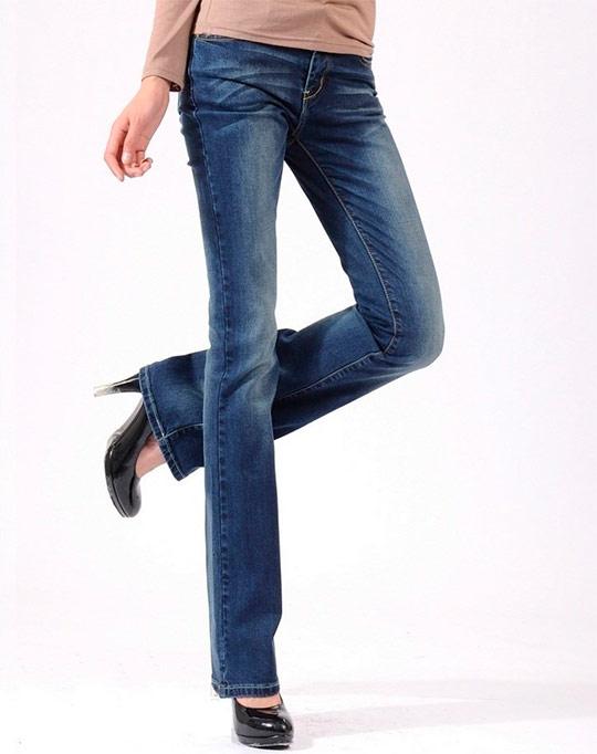 В 2014 году женские джинсы будут носить элегантный, но слегка