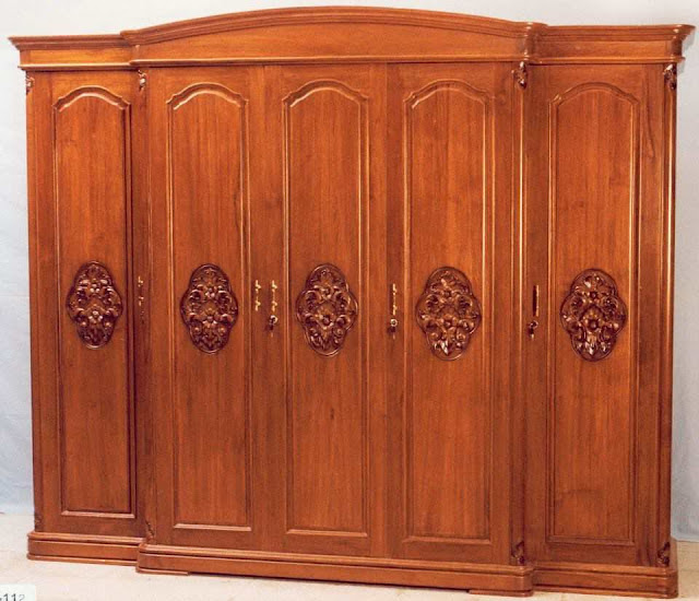 Luxury Wardrobe Beautiful And Elegant With Doors Teak Wood Carving Furniture