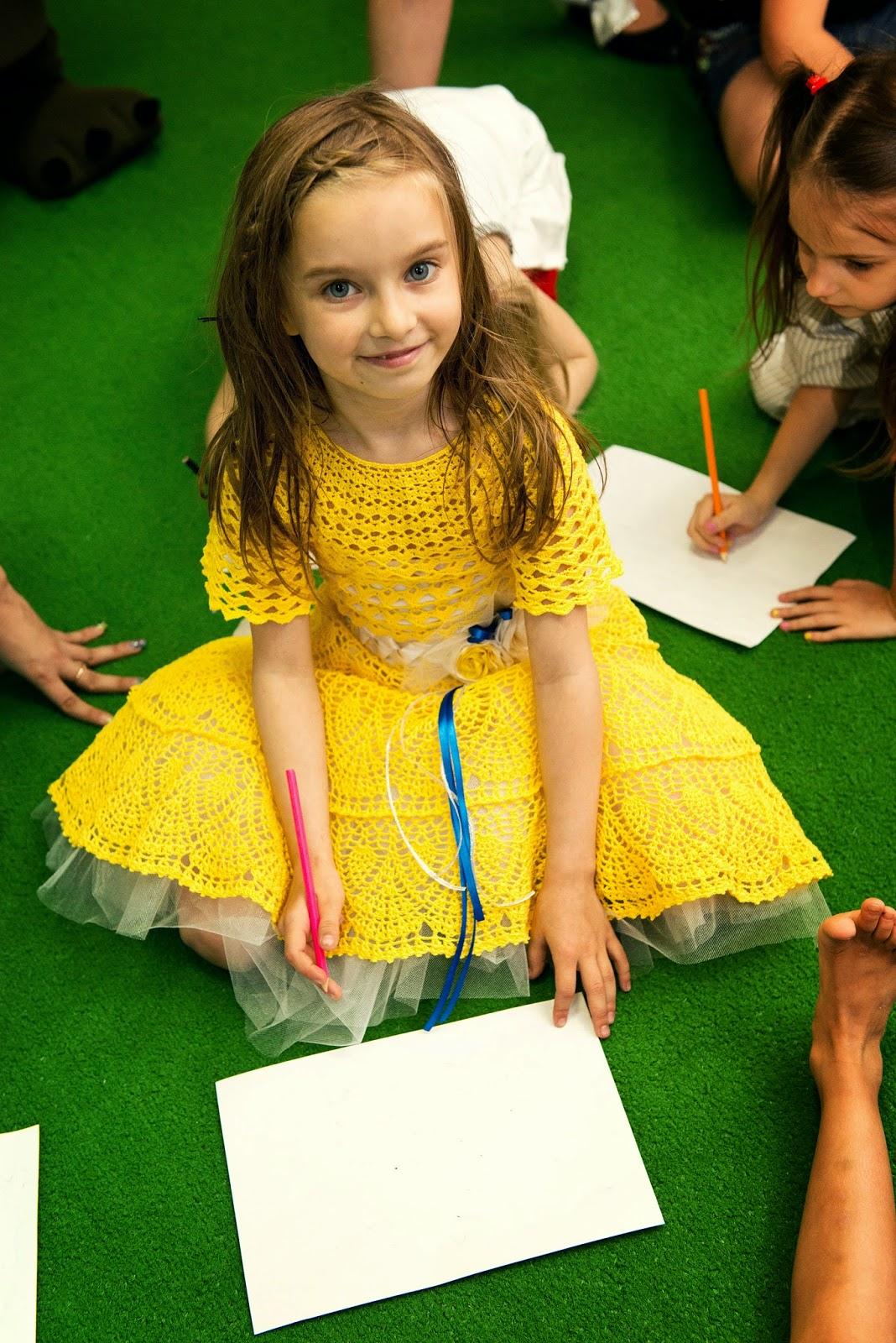 платье на девочку крючком
