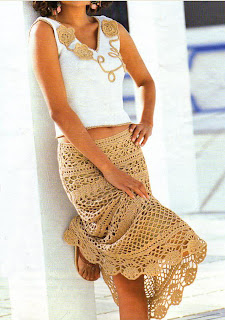 Falda de ganchillo de color arena
