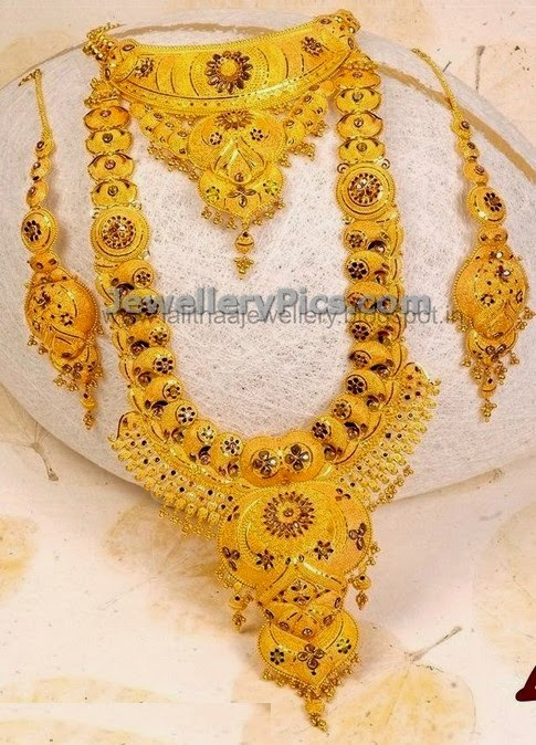 Gold earrings kolkata beautify themselves with earrings