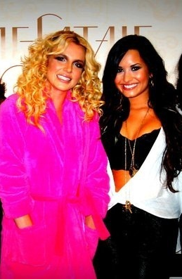 Demi Lovato Formspring on Rafergie Oficial  Britney Spears E Demi Lovato Juntas Com X Factor