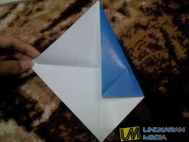 Langkah membuat origami burung :