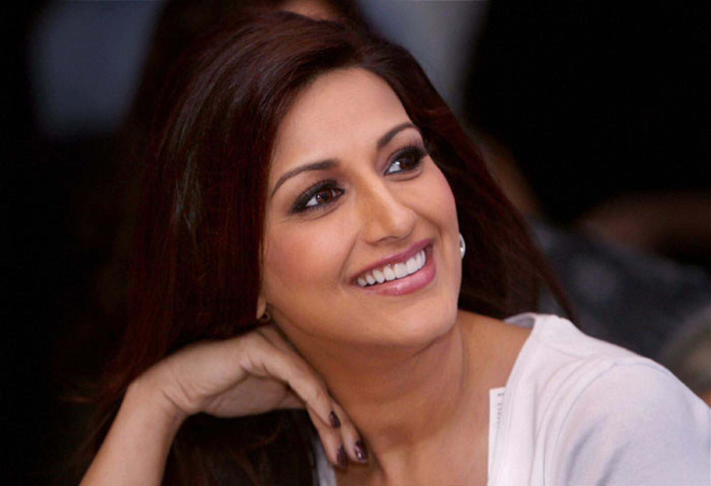 Sonali Bendre Smiling Wallpapers