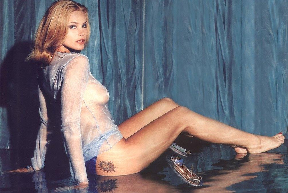 Natasha Henstridge desnuda - ANCENSORED