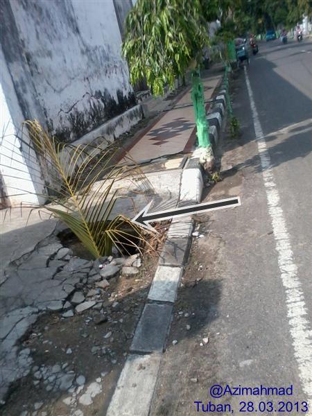 Kondisi trotoar yang berlubang di Kabupaten Tuban, Kartunet Kampanye Aksesibilitas Tanpa Batas