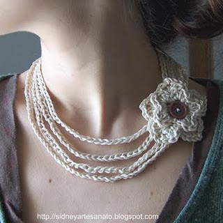 http://2.bp.blogspot.com/-zn9ddW_gxss/Ti15RbnSKLI/AAAAAAAAAJo/f-xgH7db4HY/s1600/colar+croche+com+flor+o1-741825.jpg