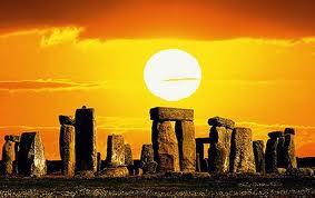 http://2.bp.blogspot.com/-znGll90crWk/Uf080SH1HzI/AAAAAAAAbwg/kZJNRzPOJFw/s400/stone+henge+solstice.jpg