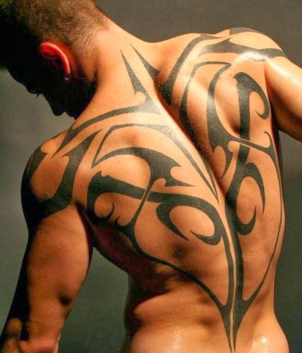 cara cheio de tribal em volta