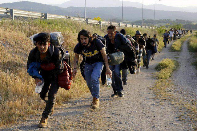 Απειλούν με Grexit από Σένγκεν