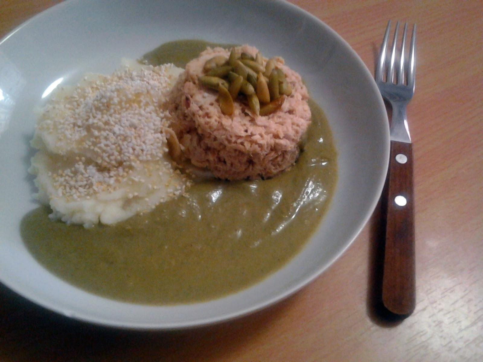 Salmón en mole verde