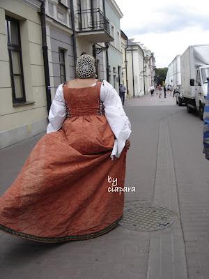 http://mojerobotkowanie.blogspot.com/2013/07/elegancja-kontra-szyk-czyli-tajemnice.html