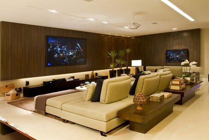 Arquitetura e interiores rola um cineminha em casa - Sala cinema in casa ...