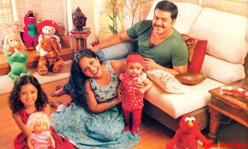Malayalam Actor Indrajith and Poornima indrajith with daughtersIndrajith Poornima Marriage Photos