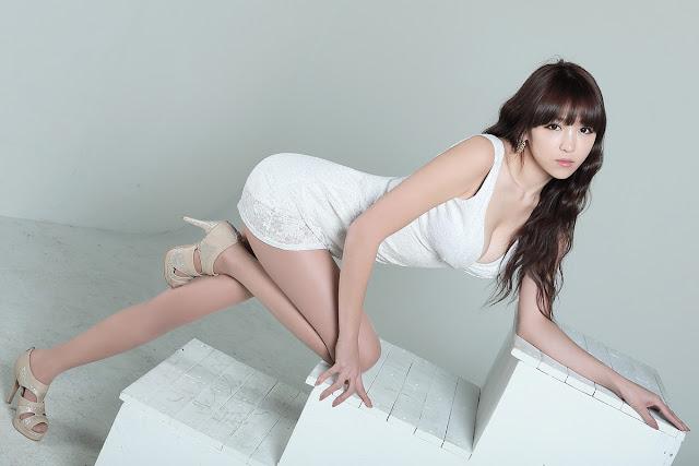 Lee Eun Hye - Sexy in White Mini Dress