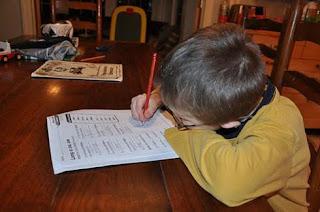 الطفل وواجبة المدرسي