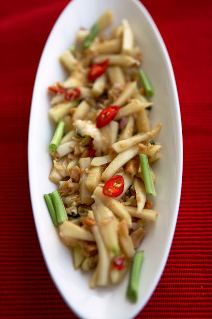 Yam mamuang (green mango salad) with lemongrass