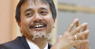 Roy Suryo belum bisa menentukan keaslian foto mesra mirip Ketua Komisi Pemberantasan Korupsi Abraham Samad dengan Putri Indonesia tahun 2014, Elvira Devinamira Wirayanti