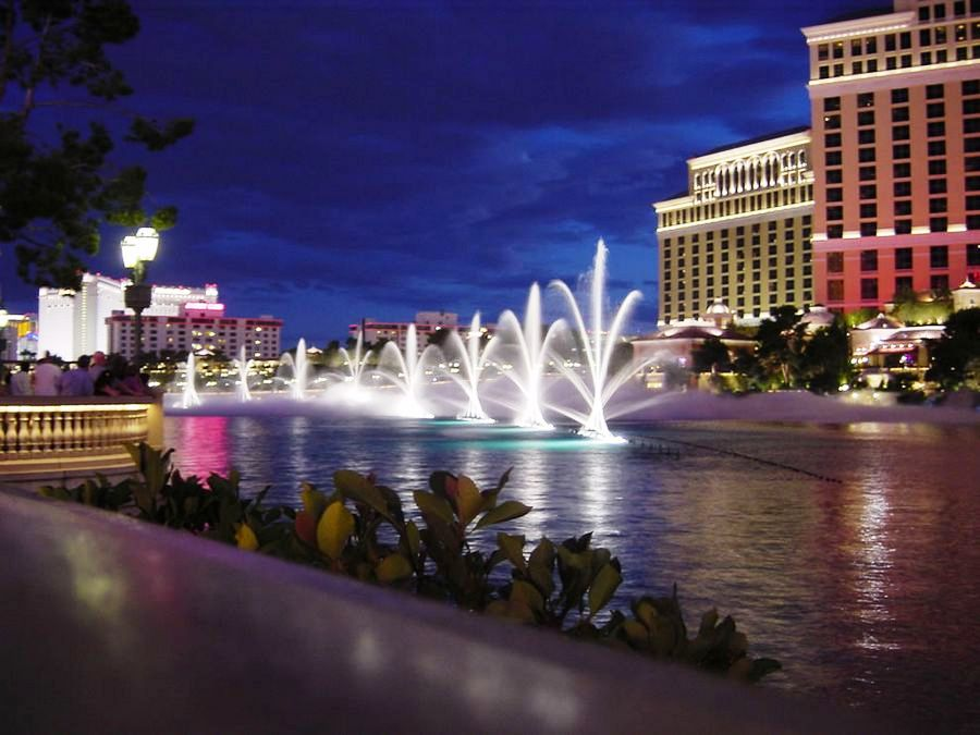 Travel trip journey world famous dancing fountains of for Las vegas fountain