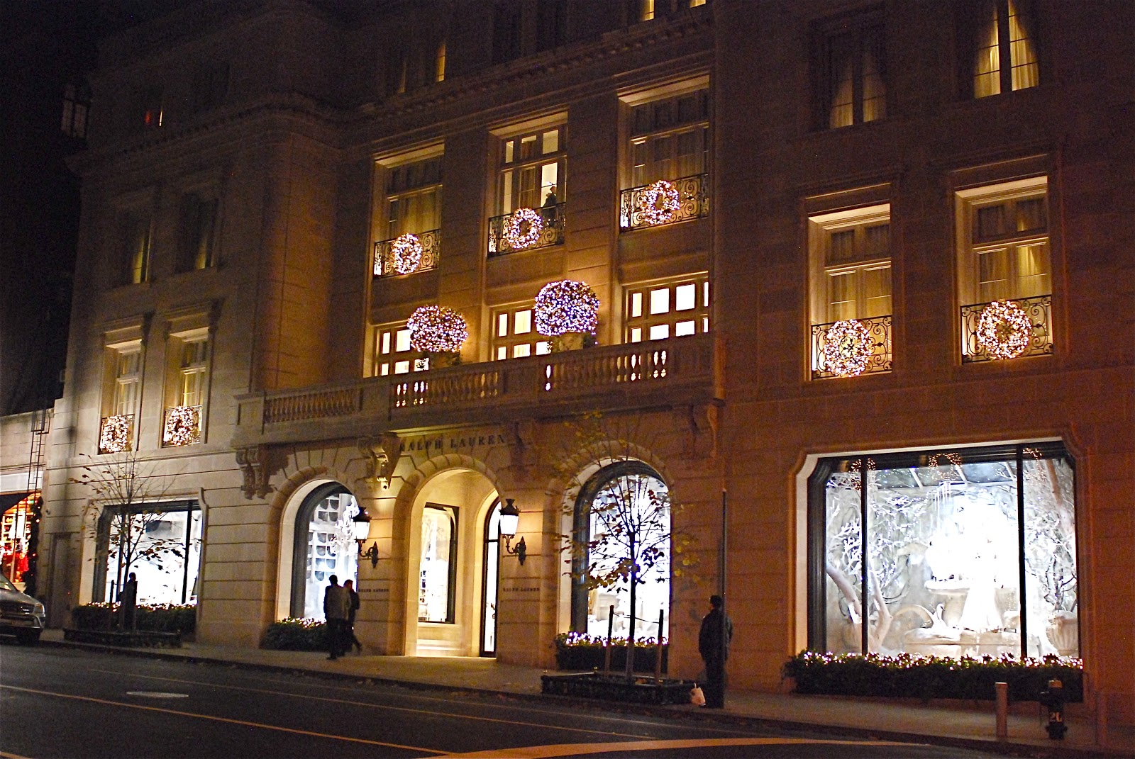 Nyc nyc ralph lauren women 39 s flagship store holiday for Ralph lauren flagship store nyc