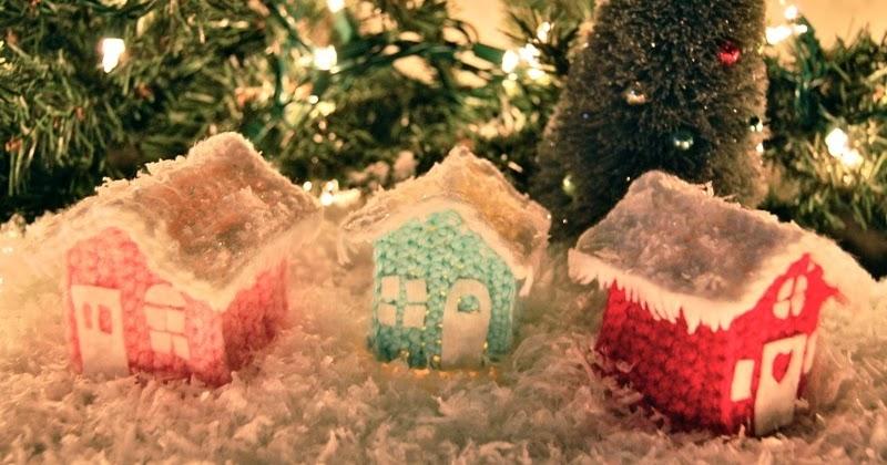 Free Pattern Friday! Crafty Christmas Cottage