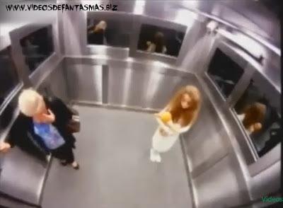 Broma de niña fantasma en ascensor