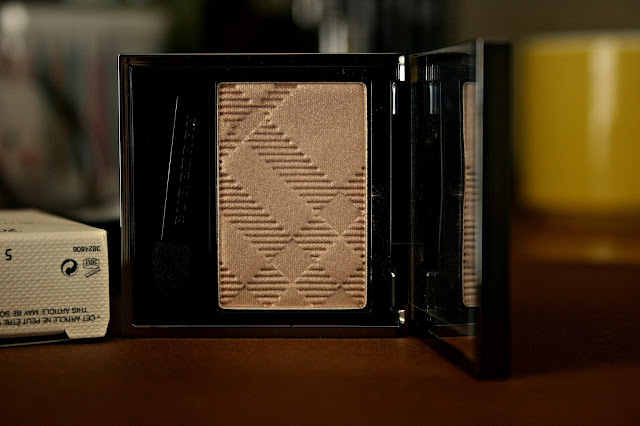 Burberry Beauty Sheer Eye Shadow in Pale Barley Review, Photos & Swatches