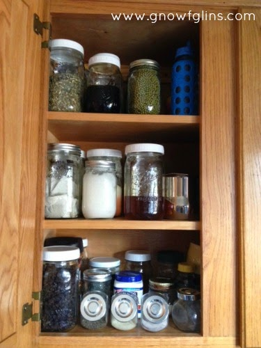 http://gnowfglins.com/2014/01/02/organize-your-pantry-with-glass-jars/