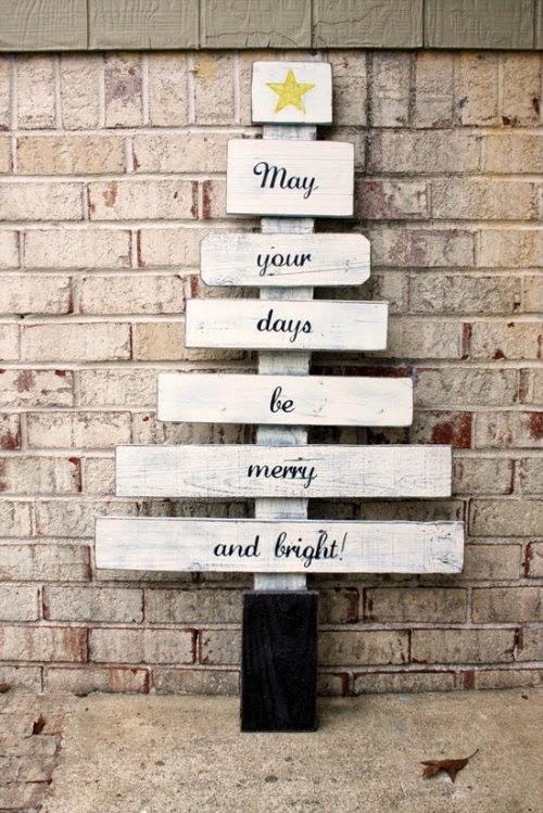 Arbol de Navidad de listones de madera con mensaje
