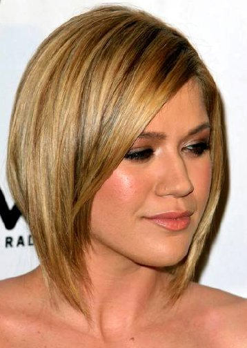 hairstyles for narrow faces. medium shaggy hairstyles.