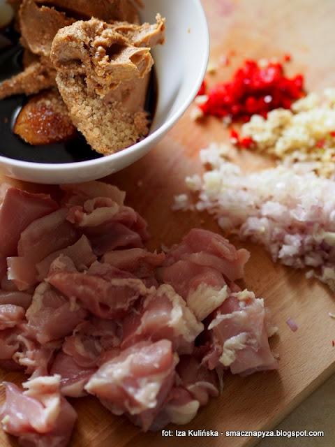 filet z kurczaka w sosie z masla orzechowego , sos fistaszkowy , mięso , obiad , najlepsze przepisy , kuchnie świata , najsmaczniejsze dania , masło orzechowe , sos , drób , szybkie danie ,