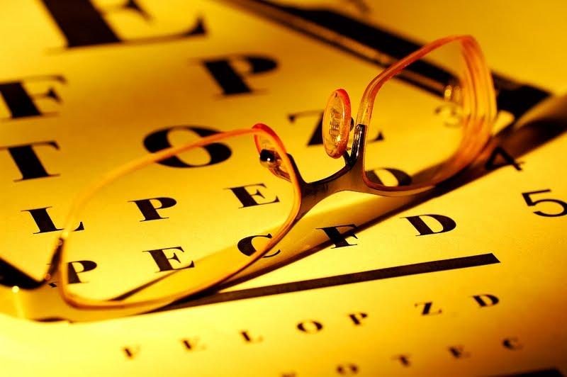 El suero para el ajuste de la piel alrededor de los ojos christina silk sos eye serum