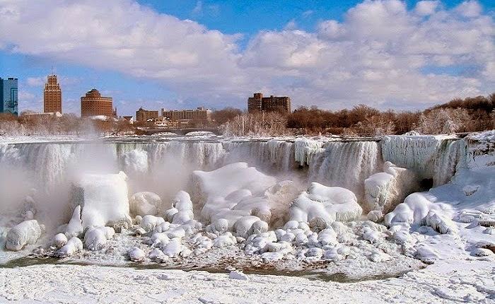Frozen Niagara Falls Canada 2014