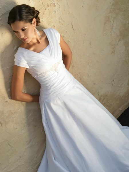 Here we give you some beautiful designs of Mormon Wedding Dresses for brides
