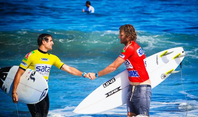Sata Arlines Azores Pro 2014 1 Foto ASP Damien%2BPoullenot