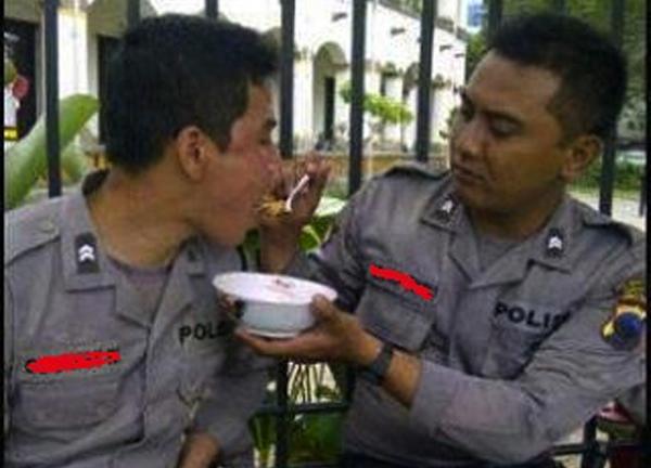 Polisi indonesia yang romantis-1