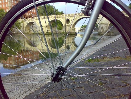 NOVITA' Tour in bici: Passeggiando lungo il Tevere da Ponte Marconi a Ponte Milvio