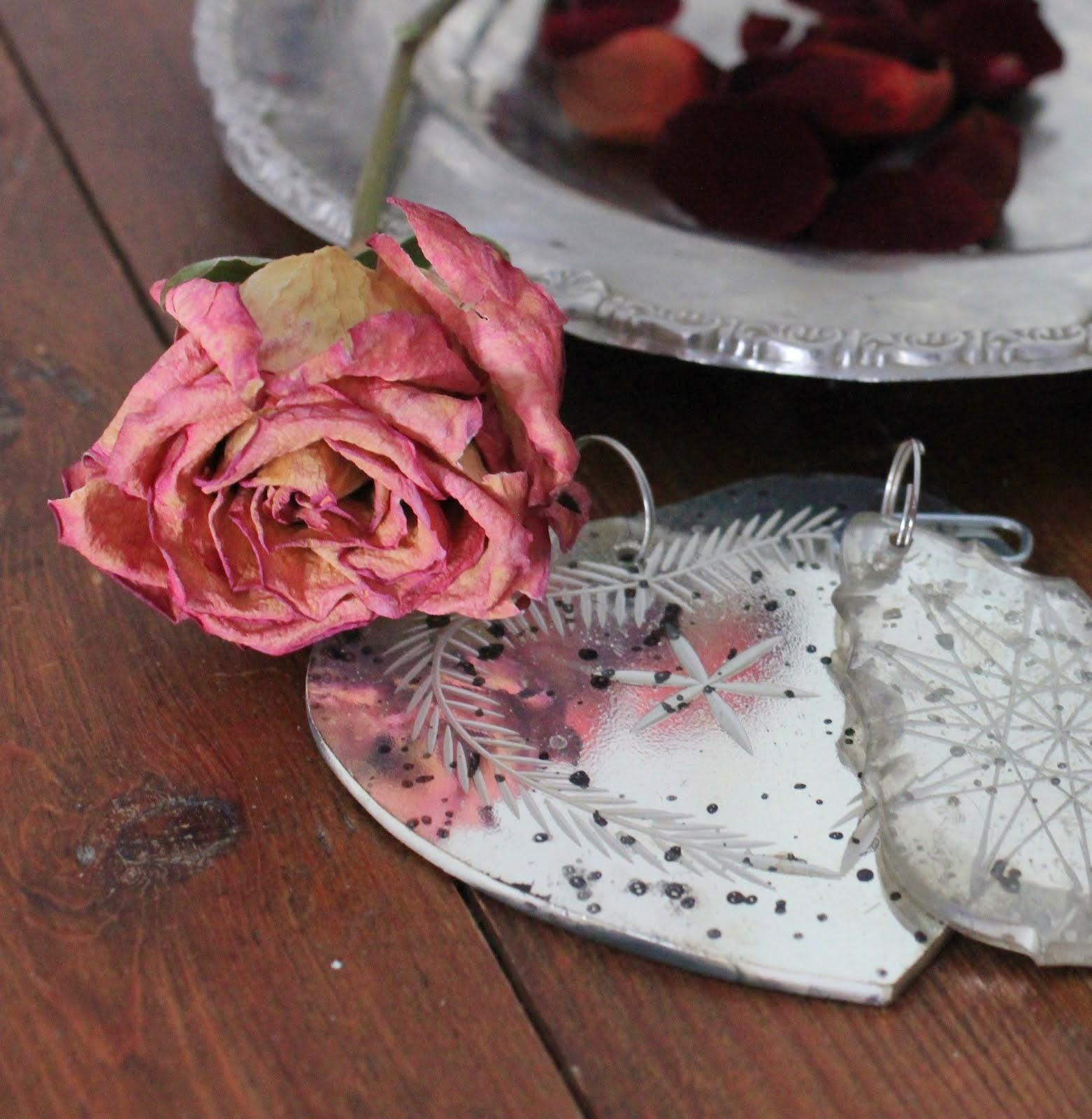 Roser og roseblader dufter herlig