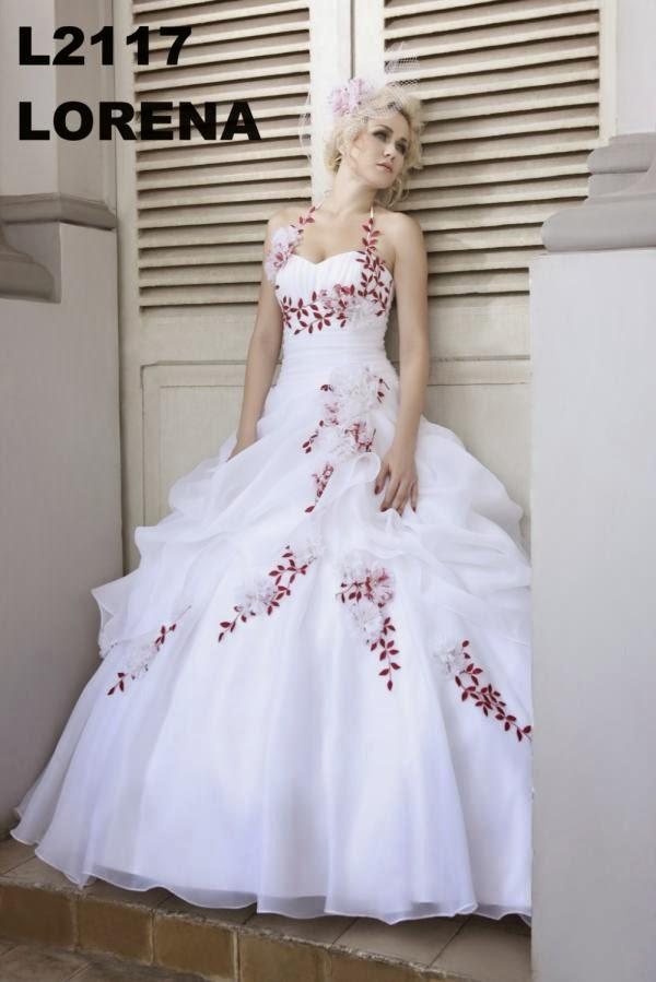Robe de mariee avec fleur rouge