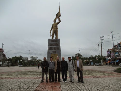 Gặp người nghệ sĩ góp công xây dựng Tượng đài truyền thống huyện Hiệp Hòa